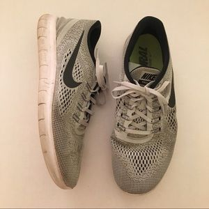 Nike Free Run Natural Running Shoes in Gray